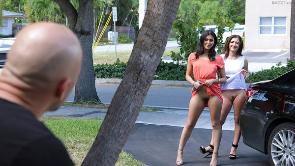 Jezebeth and Sophia Leone – Splitting Up The Stepsisters HD [Untouched 1080p]