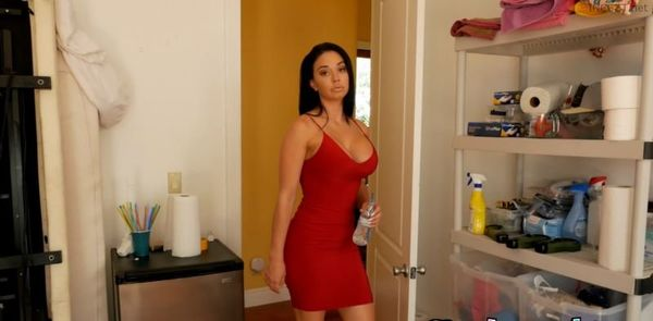 Step Mom Brooke Yells At Me For Not Doing My Chores 4K HD