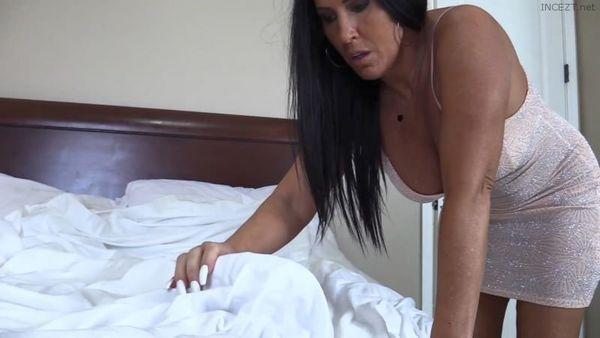 Katie71 – Mom Sneaks In HD