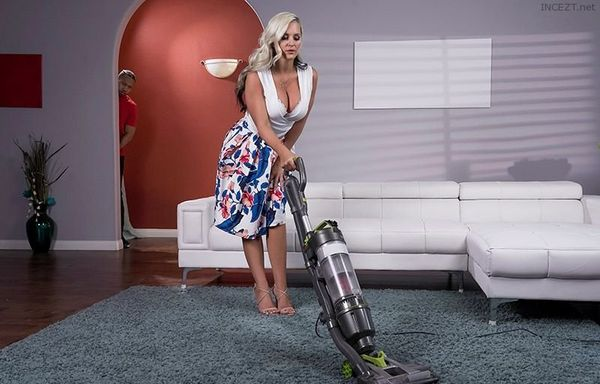 Mommy's Busy – Alena Croft HD [Untouched 1080p]