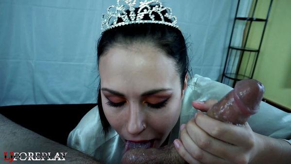 Naughty Princess Sucks For A Facial [ManyVids] LJFOREPLAY (463 MB)