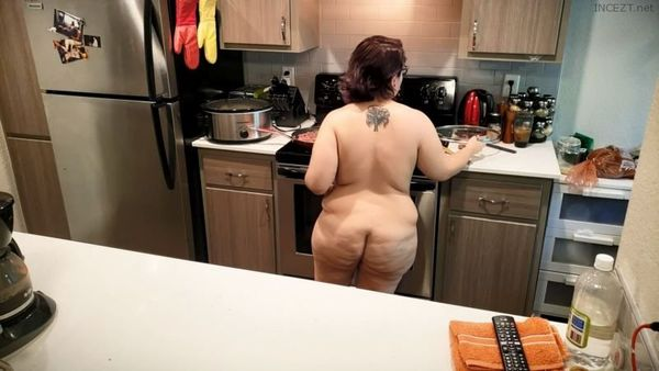 MOM CAUGHT IN THE KITCHEN AND FUCKED BY PERVY SON HD 1080p