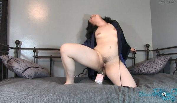 Her tongue on my big clit tickling ff feet