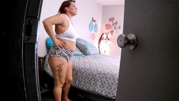 MOM SEDUCES SPYING SON SQUIRTING PUSSY MOMMY – Naughtynikki777 HD 1080p