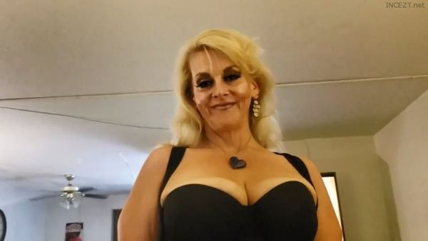 BIG TITS CHUBBY BLONDE MILF MOM GIVES SON SLOPPY SLOBBERING BLOW JOB HD 1080p