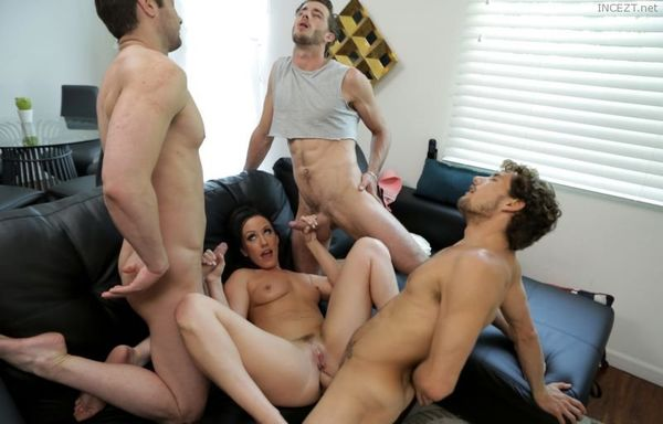 Mom Takes The Team – Jennifer White HD [Untouched 1080p]