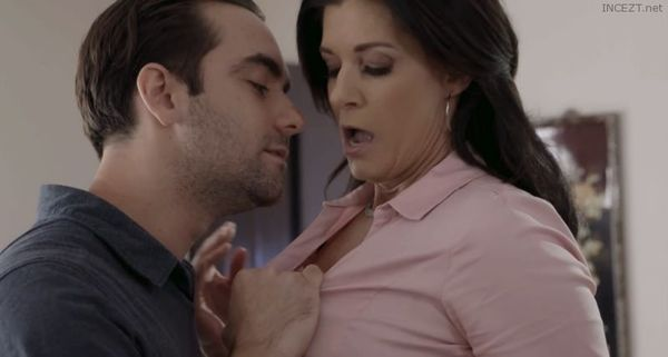 MILF India: Taboo Stepson Blowjob/Fuck – India Summer HD [Untouched 1080p]