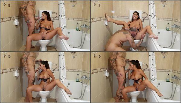 Toilet Peeing Blowjob - Una Alexandar - FetishMania (1.57 GB)