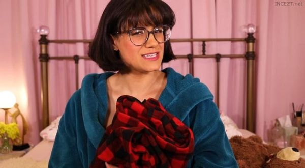 Penny Barber – Caught Beating Off In Moms Bed HD