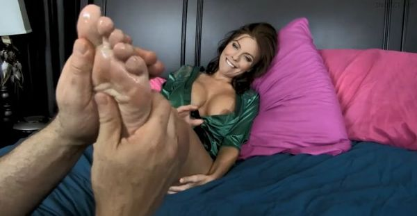 Britney Amber – Mommy's Soft Feet HD