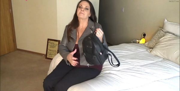 Diane Andrews – Amateur Family Taboo FemDom Vids in HD POV