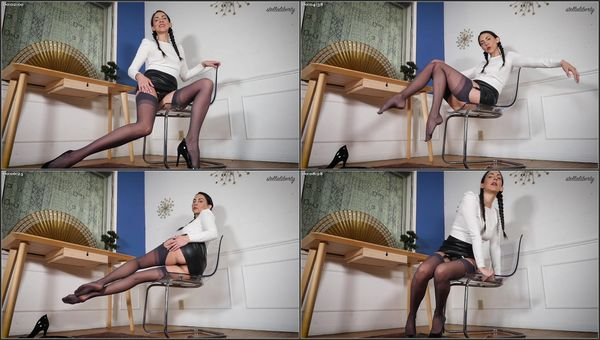 Office Legs Tease [FetishMania] Stella Liberty (420 MB)