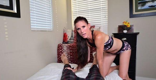 MOM MASSAGES LEG CRAMPS – Sofie Marie HD