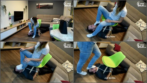 Tied Up And Forced To Smell Socks [CzechSoles] Megan (390 MB)