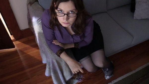 Mom's Smelly Stockinged Feet – Bettie Bondage HD