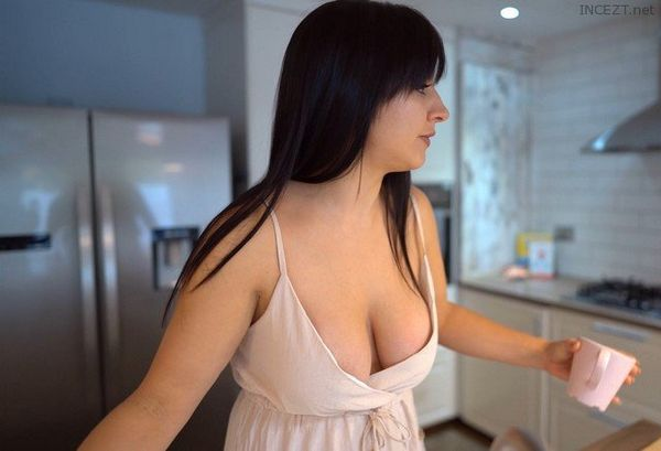 Just Because I'm Your Stepmom – Tindra Frost HD