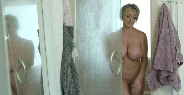 Mom Dee Loves A Hot Mess – Dee Williams HD [Untouched 1080p]