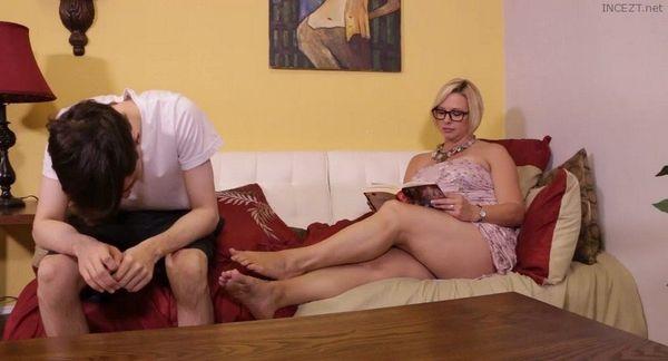 Brianna Beach – Archie Gets Milked By Mom Brianna HD