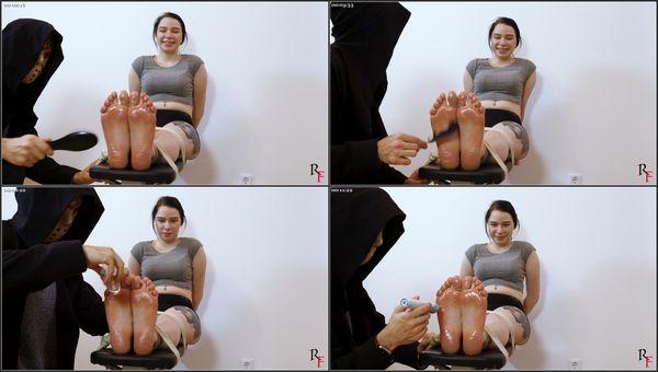 Feet Tickling On The Bench [RussianFetish] Kaliya (798 MB)