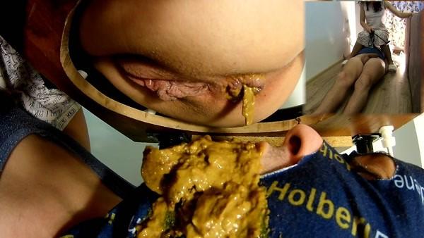 Hot Yellow Diarrhea - Mistress Anna - FetishMania (956 MB)