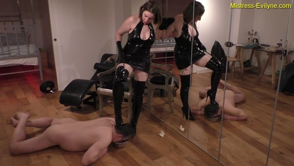 Feeding Time - Mistress Evilyne - FetishMania
